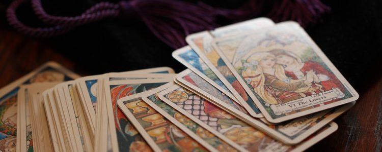 Cartomanzia: mantica e arte divinatoria